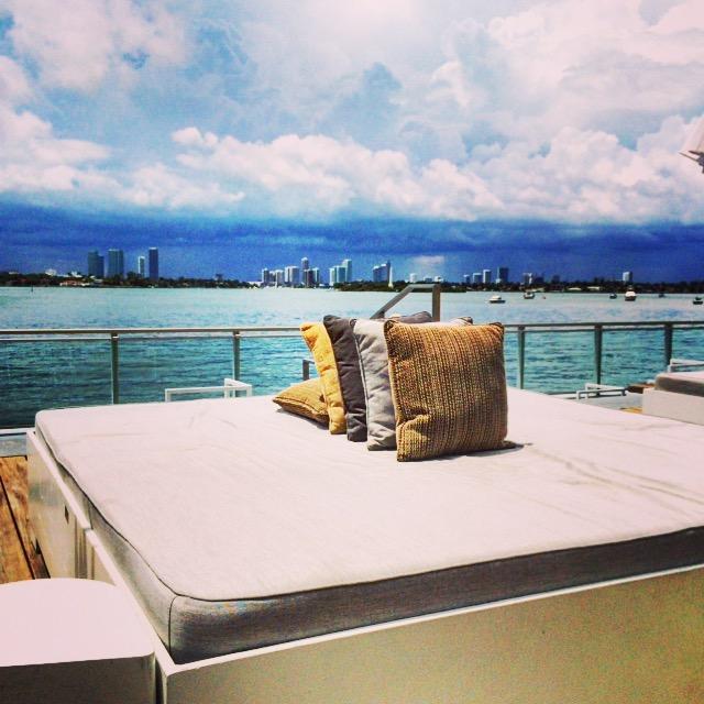 Mondrian South Beach - Pool mit Bayview auf dem Daybed